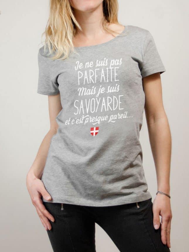 T-shirt Savoie : Je ne suis pas parfaite mais je suis Savoyarde femme gris