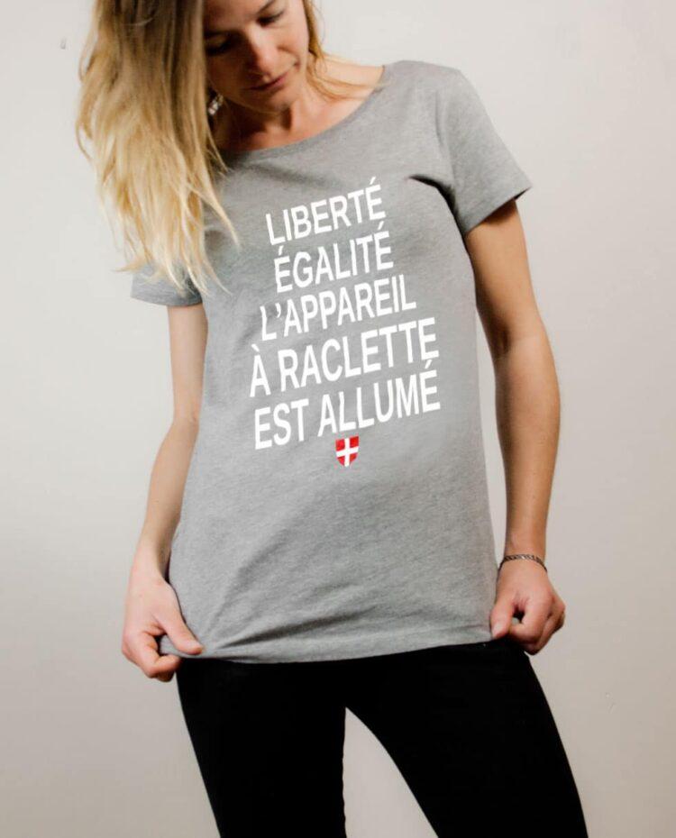 T-shirt Savoie : Liberté Égalité Appareil à Raclette Allumé femme gris