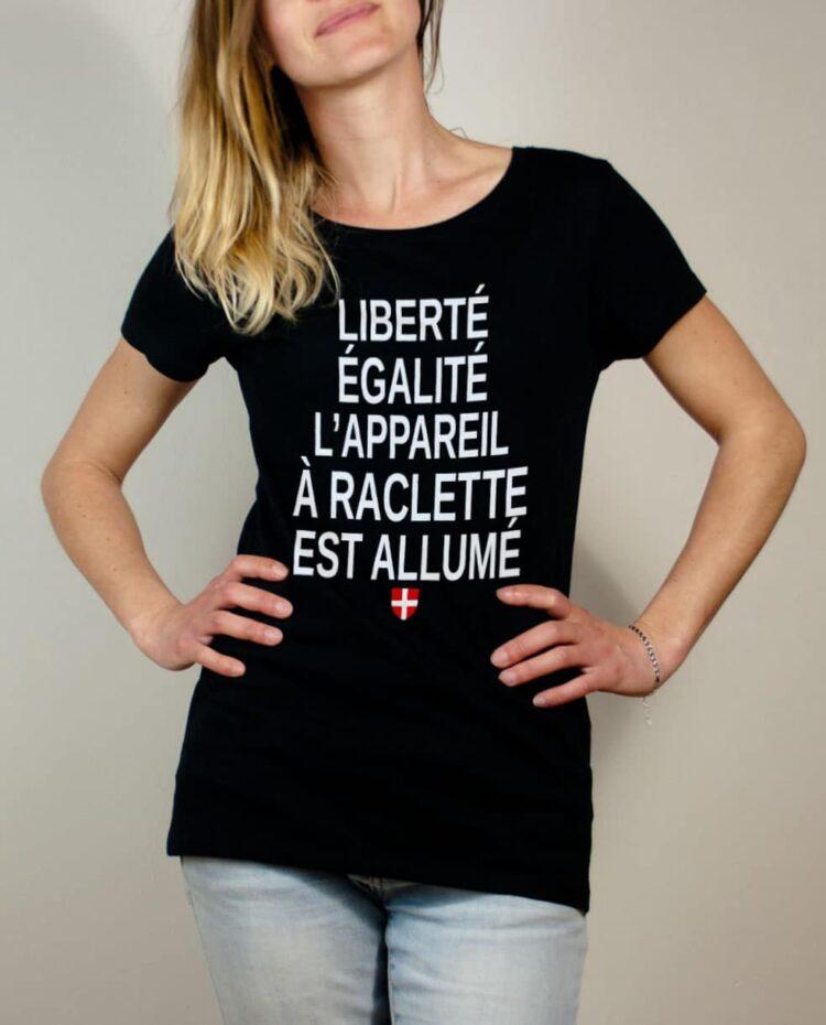 T-shirt Savoie : Liberté Égalité Appareil à Raclette Allumé femme noir