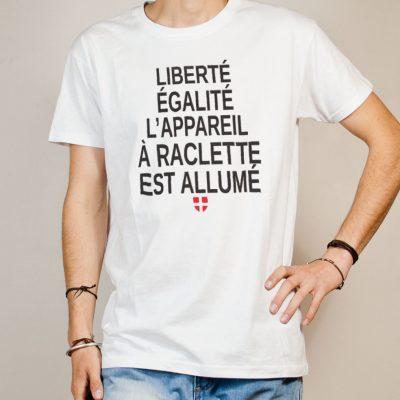 T-shirt Savoie : Liberté Égalité Appareil à Raclette Allumé homme blanc