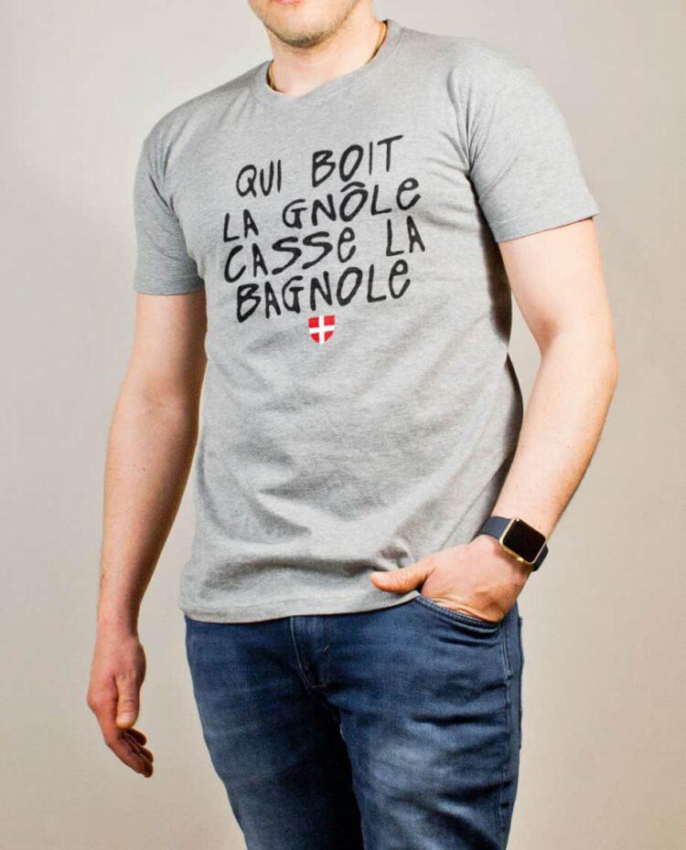 T-shirt Savoie : Qui boit la gnôle casse la bagnole homme gris